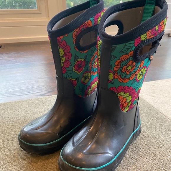 Bogs Shoes   Kids Size 12 Winter Boots